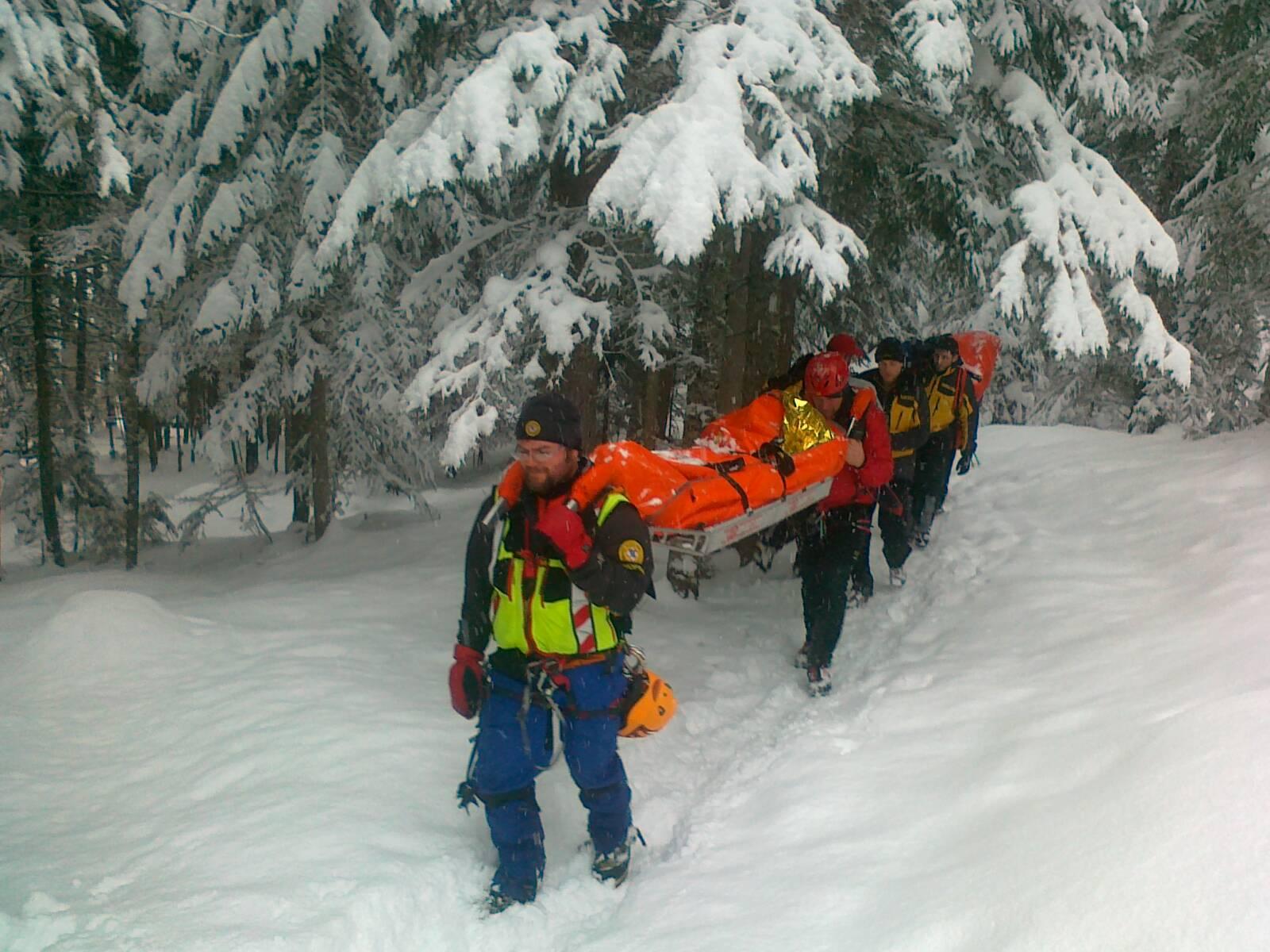 Sappada valanga investe alpinisti su cascata di ghiaccio - Specchio di biancaneve ...