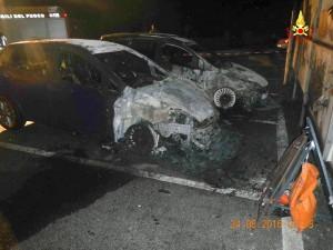 Puos d'Alpago: a fuoco due auto nella notte.