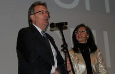 Il presidente dell'Associazione Bellunesi nel Mondo Oscar De Bona con Barbara Paolazzi.
