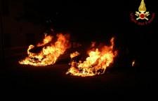 L'incendio delle auto a Rocca Pietore.