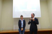 L'Assessore ai trasporti Elisa De Berti con il Presidente Zaia alla presentazione dei tracciati proposti dalla Regione.