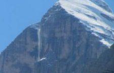 Cortina: è tornato lo spettacolo della cascata di Rozes, annuncia la bella stagione.