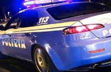 Cade in casa: salvata da Polizia e Vigili del Fuoco grazie ai vicini che danno l'allarme.