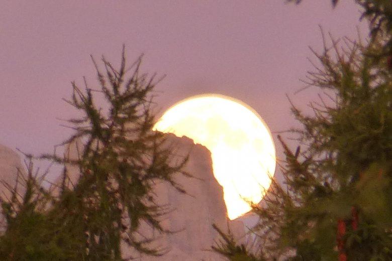Luna d'agosto dal rifugio Costapiana (Valle di Caore)