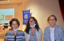 Da sin.: La Presidente del Rotary Club Cadore Cortina Patrizia Luca, la giornalista Barbara Paolazzi e la dottoressa Giustina De Silvestro