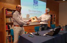 La consegna del premio a Igor Ghedina