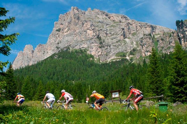 Dolomiti IN ROSA PER IL GIRO D'ITALIA 2011
